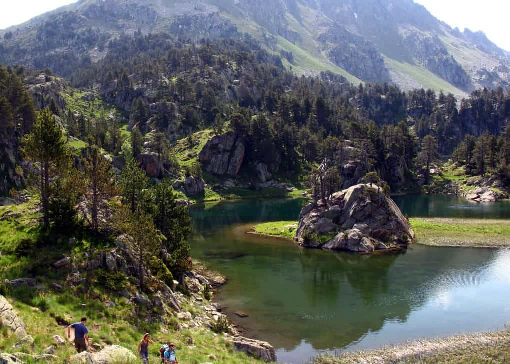 Pireneje latem i zimą